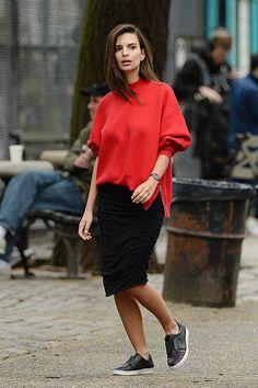 Photos : Emily Ratajkowski : sportive, sexy et chic, elle donne tout pour DKNY
