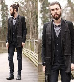 This guy who I'm sure is on his way to a fancy dinner party | Community Post: 20 Man Buns That Will Ruin You For Short-Haired Guys