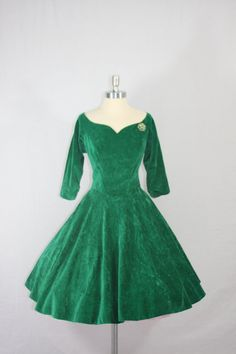Emerald green 1950s velvet full skirt party dress; if I only had a place to wear this