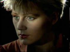 This Mortal Coil - Song to the Siren (1983) - vocals: Elizabeth Fraser of Cocteau Twins. Originally produced by Tim Buckley in the early 70's.