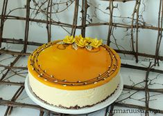 Kermaruusu: Mangomoussekakku suklaasydämellä Dessert Recipes, Desserts, Cheesecakes, Frosting, Goodies, Food And Drink, Birthday Cake, Pudding, Sweets