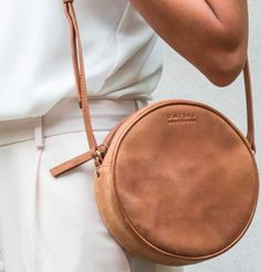 O My Bag Luna Bag Such a cute design for a bag! Couture Cuir, Round Bag, Mode Style, Beautiful Bags, Weekender, My Bags, Purses And Handbags, Fashion Bags, Leather Bag