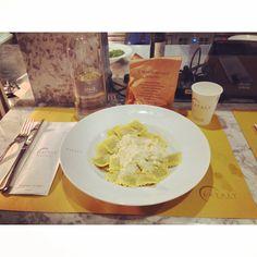 Buona Cena#buona #cena #friends #eataly #smeraldo #ravioli #formaggio light #milan #city #like #pinterest #instagram #tumblr #twitter #foursquare #facebook #food (presso Eataly Milano Smeraldo)