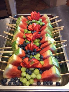 My of July, 2014 fruit tray. My of July, 2014 fruit tray. Fruit Recipes, Appetizer Recipes, Appetizers, Cooking Recipes, Party Food Platters, Party Trays, Fruit Buffet, Fruit Trays, Pastell Party