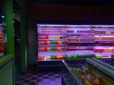 This reminded me of that episode of Gravity Falls where everyone started tripping in that abandoned grocery store. Neon Aesthetic, Night Aesthetic, Aesthetic Stores, Jolie Photo, Nocturne, Vintage Design, Neon Lighting, Vaporwave, Gravity Falls
