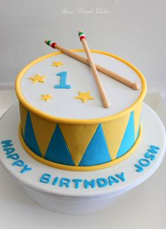 Drum cake in blue and yellow