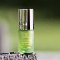 What it is:A powerful, all-in-one eye cream that fights the eye area's five most common visible signs of aging.  What it is formulated to do:This multifunctional eye treatment cream improves the appearance of fine lines, wrinkles, and undereye bags