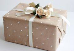 Wedding Gift Wrapping, Diy Wedding Gifts, Wedding Gift Registry, Christmas Gift Wrapping, Christmas Presents, Wedding Registries, Diy Wrapping Paper, Creative Gift Wrapping, Wrapping Ideas