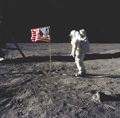 NASA Moon landing, July 20 Neil Armstrong and Buzz Aldrin walked on the moon on July Neil Armstrong, We Are The World, In This World, Mission Apollo 11, Apollo Missions, Programme Apollo, Fotografia Social, Buzz Aldrin, World History