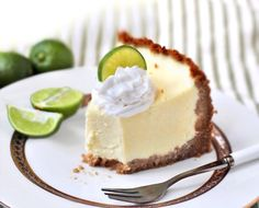 This Healthy Key Lime Cheesecake tastes like key lime pie in cheesecake form! Sweet and delicious, yet sugar free, gluten free, and high protein. Healthy Dessert Recipes, Gluten Free Desserts, Healthy Baking, Healthy Desserts, Delicious Desserts, Diet Desserts, Healthy Sugar, Healthy Foods, Key Lime Cheesecake