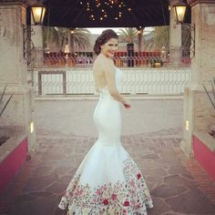 Beautiful wedding dress inspired by Mexican traditions