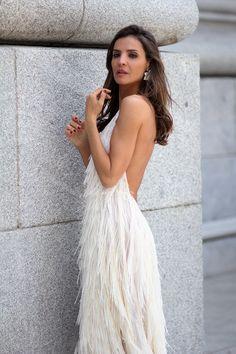 El vestido de flecos de Zara looks - Lady Addict Vestidos Zara, Backless, Gowns, Dresses, Fashion, Dress Backs, Long Dresses, Draping, Vestidos