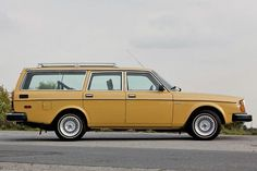 A clean example of an early Volvo amazing car picture - cars pictures Volvo Station Wagon, Volvo Wagon, Volvo Cars, Retro Cars, Vintage Cars, Volvo Estate, Volvo 240, Best Classic Cars, Bmw Series