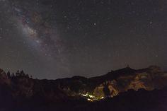 La Vía Láctea el espectáculo del cielo de verano Uno de los espectáculos que nos brinda el cielo nocturno de verano es la Vía Láctea. Si tenéis la oportunidad de verla desde un sitio oscuro la expe…