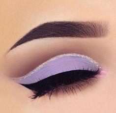 Maquillaje color lila ojos