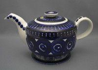 Arabia, teekannu, Valencia, Ulla Procopé Valencia, Chocolate Pots, Vintage Glassware, Finland, Metallica, Tea Pots, Pottery, Coffee, Retro
