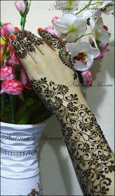 Veil design my fav in mehendi Latest Henna Designs, Floral Henna Designs, Henna Tattoo Designs Simple, Full Hand Mehndi Designs, Wedding Mehndi Designs, Mehndi Designs For Fingers, Dulhan Mehndi Designs, Latest Mehndi Designs, Tatoo Henna