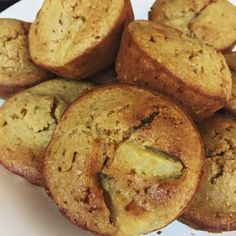 Delicious and healthy, these pineapple and coconut muffins are part of the 28 day weight loss challenge and are a great snack that will help lose weight. Healthy Mummy Recipes, Healthy Food List, Healthy Desserts, Sweet Recipes, Snack Recipes, Diabetic Recipes, Healthy Foods, Yummy Recipes, Cake Recipes