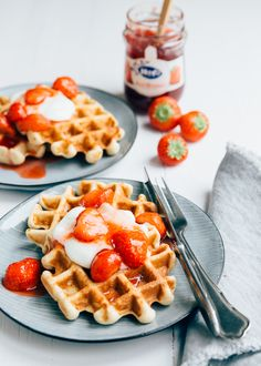Yes I have a nice breakfast recipe for you! This one cottage cheese waffles are delicious. They are super airy, very easy to make and [. Fodmap Breakfast, Breakfast Waffles, Pancakes And Waffles, Best Breakfast, Breakfast Recipes, Yummy Treats, Delicious Desserts, Cheese Waffles, Cottage Cheese