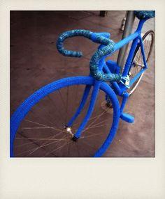 the blue man bike - http://yarn-bombing.com/2012/03/27/well-yarn-bomb-my-bike-and-give-it-a-poncho/#