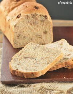 De nuevo os traigo una receta de mi marido…como ya sabéis es el panadero no oficial de casa, en el blog ya he publicado sus donuts, croissants, baguettes, el partybrot…bueno, la mayoría de las recetas de pan son suyas…esta es … Sigue leyendo → Bread Bun, Pan Bread, Bread Machine Recipes, Bread Recipes, Food N, Food And Drink, Biscuit Bread, Cooking Bread, Pan Dulce