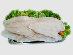 """As proteínas são macromoléculas constituídas por pequenas moléculas de aminoácido. Elas nos fornecem material para a construção e manutenção órgãos e tecidos, como os músculos. O crescimento dos nossos cabelos e unhas só é possível graças às proteínas, por exemplo. Proteínas podem ser adquiridas tanto no consumo de alimentos de origem animal como vegetal. Entretanto, as proteínas vegetais são consideradas incompletas, pois apresentam pouca variedade dos chamados """"aminoácidos essenciais"""", que…"""