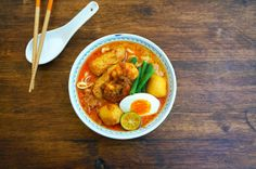 This Curry Mee recipe has a distinctive curry taste, with the additional, coriander, cumin and aniseed in the spice paste. The spice paste can be made in advance and stored in an airtight container for a week.      Curry Mee/Noodles