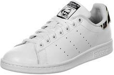 De Stan Smith schoen is een van de klassiekers van Adidas, die deze schoen weer vers op de markt brengen zonder grote veranderingen! Deze sneaker van de tennis professional Stan Smith komt geheel in het wit met een gaaf zebra patroon op de hiel.Natuurlijke krijg je er ook de bekende extras bij:- Padded binnenkomst- Geperforeerde strepen- Witte metalen veter-oogjes- Hiel-tab van suède met zebra patroon- Witte veters- Uitneembare binnenzool met zebrapatroon- Anti-slip zool…