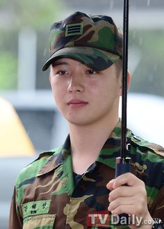 Actor Kim Hye Sung's label explains the actor's casual attire during past military outing. Korean Celebrities, Korean Actors, Celebs, Hye Sung, All About Kpop, Boys Over Flowers, Kdrama Actors, Casual Attire, Korean Artist
