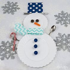 Who said you could only build a snowman out of snow? Build this cute place setting with our White Scalloped Plastic plates & Premium Plastic Cutlery! Don't forget Glitter Silver Snowflakes to add extra magic!