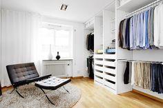 Post: Líneas rectas y orden --> blog decoración nórdica, cocina abierta, cocina nórdica moderna, decoración en blanco, decoración salones dormitorios, decoración sueca, interiores nórdicos, Líneas rectas y orden, pisos nórdicos