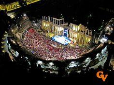 Teatro romano de Mérida nocturno tomado desde un zepelín