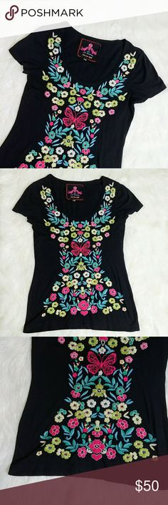 Johnny Was Butterfly Floral Tee Top Small Black Johnny Was Butterfly Floral Tee Top Small Black.  Fabric is cotton/polyester  Excellent Pre Owned. No Trades, Offers welcome.   Bust - 16 Length - 25 Johnny Was Tops Tees - Short Sleeve