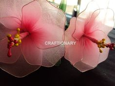 how to make a hibiscus from wire and panty hose (also on this page calla lilies,  lilium, sunflowers, tulips and dahlia)