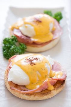 The trick to the perfect Eggs Benedict is all in the technique. Here's how to make the best eggs benny. benedict Eggs Benedict Recipe - How to make the best eggs benny Breakfast Desayunos, Best Breakfast Recipes, Breakfast Dishes, Brunch Recipes, Mexican Breakfast, Breakfast Sandwiches, Breakfast Ideas, Brunch Ideas, Egg Recipes