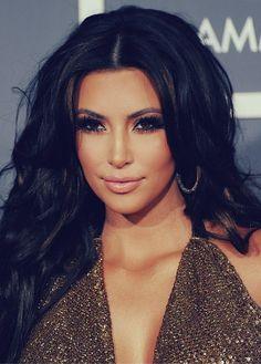 Kim Kardashian's eye make up is beautifull