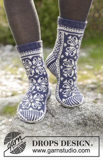 Socks & Slippers - Free knitting patterns and crochet patterns by DROPS Design - Welcome to DROPS Design! Here you will find more than free knitting and crochet instructions - Crochet Design, Crochet Shoes Pattern, Shoe Pattern, Crochet Patterns, Drops Design, Lace Socks, Wool Socks, Fair Isle Knitting, Knitting Socks
