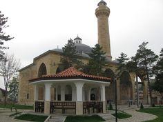 İsmail bey medresesi/Kastamonu/// Candaroğullarıdönemine ait ayakta kalabilen ender eserlerden biridir. Sonradan konulduğu tespit edilen kitabesinden H.880/M.1475 de yapıldığı ifade ediliyor ise de vakfiyesinden, İsmail-Bey tarafından daha önce inşa ettirildiği anlaşılmaktadır.
