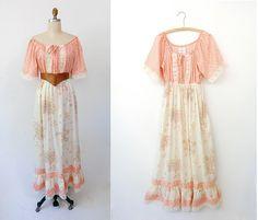 Vintage 70's boho dress, so pretty I want one