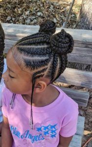 All styles of box braids to sublimate her hair afro On long box braids, everything is allowed! For fans of all kinds of buns, Afro braids in XXL bun bun work as well as the low glamorous bun Zoe Kravitz. Box Braids Hairstyles, Black Girl Braided Hairstyles, Black Kids Hairstyles, Baby Girl Hairstyles, Natural Hairstyles For Kids, School Hairstyles, Hairstyle Ideas, Simple Hairstyles, Natural Hair Styles Kids