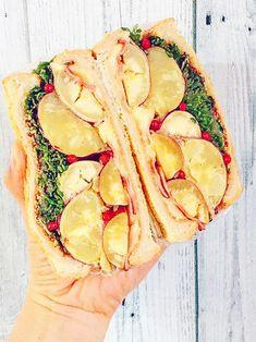 ベーコンと粒マスタードスタードがさつまいもの甘みの引き立て役。スプラウトもたっぷり入れれば、ヘルシー&食べ応え抜群!|『ELLE gourmet(エル・グルメ)』はおしゃれで簡単なレシピが満載!