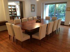 Las sillas de este comedor tapizadas en su totalidad, fabricadas con madera maciza de Tzalam