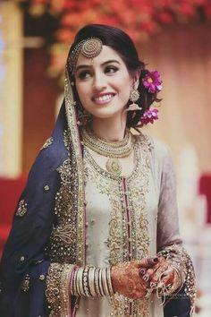 Best Bridal Makeup Artist In Delhi Pakistani Engagement Hairstyles, Indian Wedding Hairstyles, Bride Hairstyles, Bridesmaid Hair Side, Wedding Hair Side, Bridal Braids, Bridal Hair, Best Bridal Makeup, Wedding Makeup