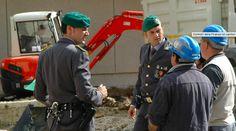 Blitz della finanza nei cantieri. A Caserta 8 lavoratori in nero a cura di Redazione - http://www.vivicasagiove.it/notizie/blitz-della-finanza-nei-cantieri-caserta-8-lavoratori-nero/
