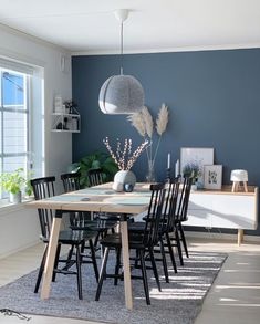 The gorgeous dining room of 👈🏻 Cooee Large Ball Vase in grey available in our online store 💫 . Room Wall Colors, Dining Room Colors, Living Room Designs, Living Room Decor, Bedroom Decor, Feature Wall Living Room, House Colors, House Design, Interior Design