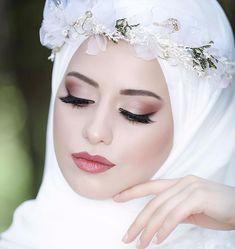 Tips For Planning The Perfect Wedding Day Wedding Hijab Styles, Muslim Wedding Dresses, Muslim Brides, Dress Wedding, Turban, Muslim Wedding Gown, Wedding Bride, Beautiful Hijab, Beautiful Bride
