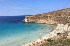 Tempo di programmare e di sognare a occhi aperti le vacanze: così, pescando fra le classifiche Tripadvisor Traveler's Choice Beaches Award 2017 che indicano le spiagge <strong>Top 10 in Italia, in Europa, ai Caraibi e nel Mondo</strong>, abbiamo scelto quelle con la sabbia più candida. Una di queste per gli utenti Tripadvisor è la spiaggia più bella d'Italia ed è la <strong>Spiaggia dei Conigli</strong>, che si guadagna anche la quinta posizione nella Top...