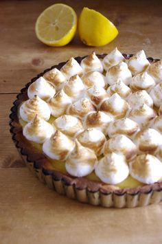 Un grand classique de la pâtisserie française : la tarte au citron meringuée avec toutes les recettes de base du CAP pâtisserie.
