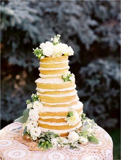 naked wedding cake, floral cake topper, wedding cake #weddingchicks