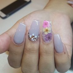 Stylish Flower Nail Art Design Ideas 18 - Who doesn't love properly manicured and well-groomed nails. Ensuring you get as creative with your nails as you are with your clothes is the industry . Flower Nail Designs, Flower Nail Art, Acrylic Nail Designs, Nail Art Designs, Acrylic Nails, Coffin Nails, Nails Design, Fabulous Nails, Gorgeous Nails
